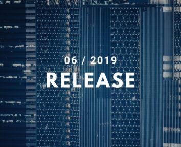Hintergrund Hochhäuser, Vordergrund Titel 06 / 2019 Release, als Symbolbild für Erweiterungen und Verbesserungen